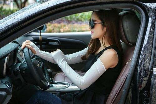 女孩学车更块